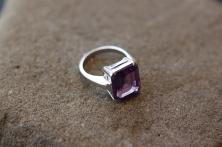 Prsten 'Ljubičasti kvadar', 1 189,5 kn / 159 Eur