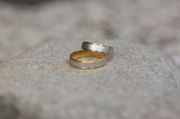 Vjenčano prstenje, cijena na upit