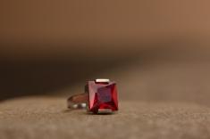 Prsten 'Crveni zirkon', 964,50 kn / 129 Eur