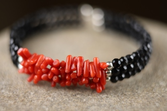 Narukvica 'Crveni koralj', 500 HRK / 66 EUR